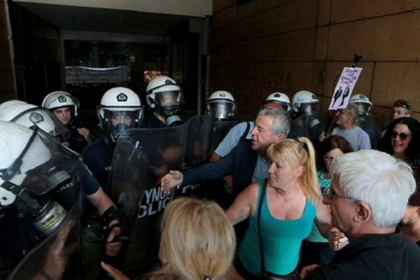 Гониха със сълзотворен газ протестиращи лекари в Гърция