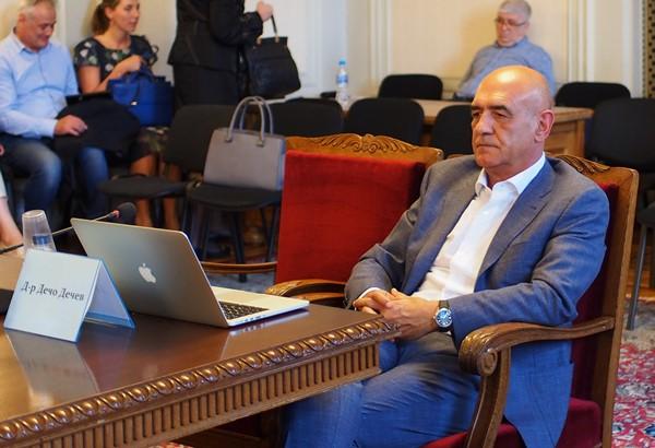 Промени в лекарствената политика и лечението в чужбина иска д-р Дечев (обновена)