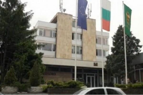 Над 200 души протестираха срещу закриването на АГ-отделението в карловската болница