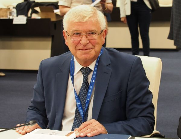 Кирил Ананиев представи официално двата варианта на здравно осигуряване