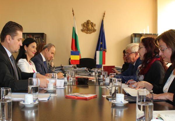 Подписваме ново споразумение с Румъния за сътрудничество в лекарствената политика
