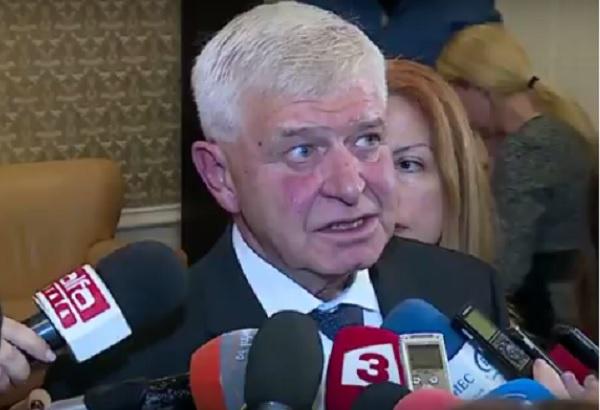Министър Ананиев подписва договор за първите линейки