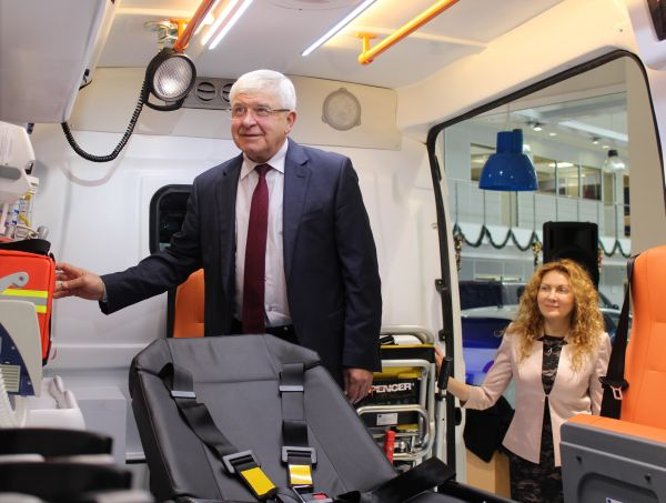 Ананиев прие официално първите линейки по големия проект за Спешната помощ
