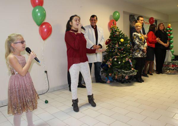 Дядо Коледа, Снежанка и много подаръци за най-малките пациенти на УМБАЛ Бургас