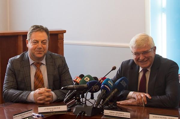 БЛС, НЗОК и МЗ подписаха Анекса към НРД 2018 (обновена)