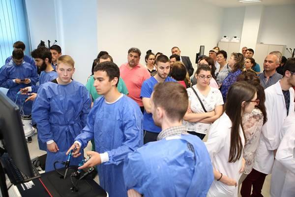 Студентите на МУ-Пловдив правят сложни операции без риск за пациента