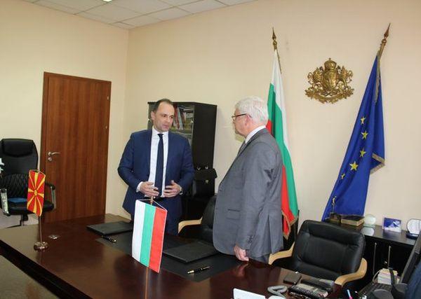 МЗ подписа тригодишен план за сътрудничество с македонското ведомство