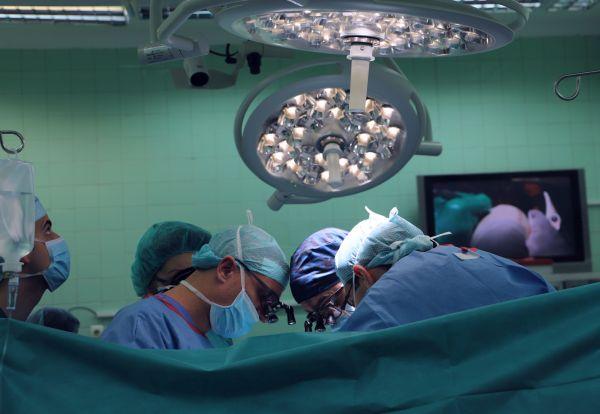 Екипи на две болници съвместно оперираха 10-годишно дете с рядък тумор
