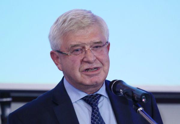 Ананиев: Няма намаления на лимитите за хемодиализа и раждания