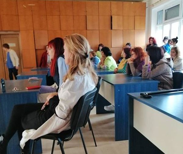Професионалисти по здравни грижи от МБАЛ Казанлък с декларация в подкрепа на протестиращите общински болници