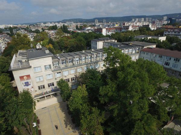 Над 1600 чуждестранни студенти се обучават в МУ-Варна