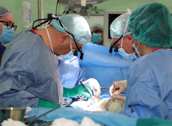 """Екипи на ВМА и """"Пирогов"""" оперираха бебе с рядък рак на черния дроб"""